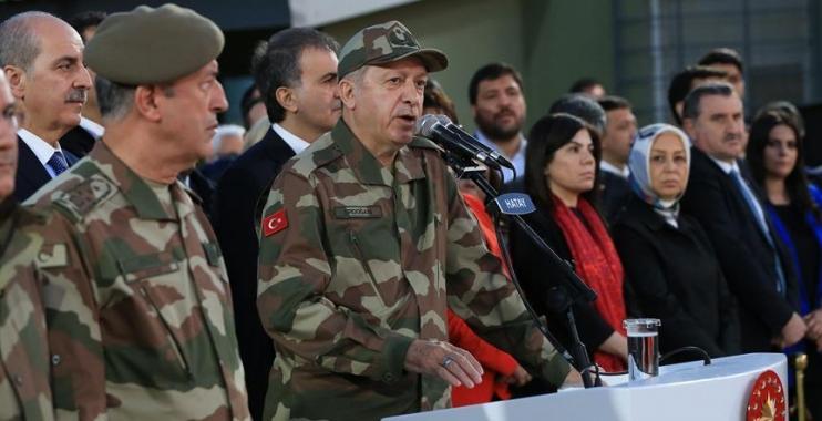 رجب طيب أردوغان باللباس العسكري