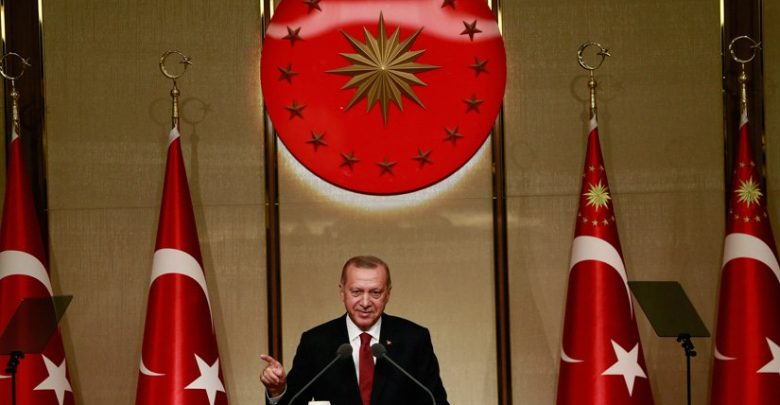 أردوغان يضحك