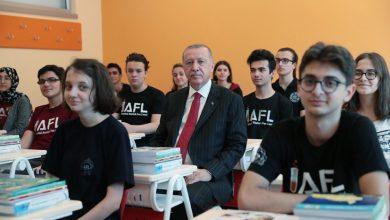 أردوغان بين الطلاب
